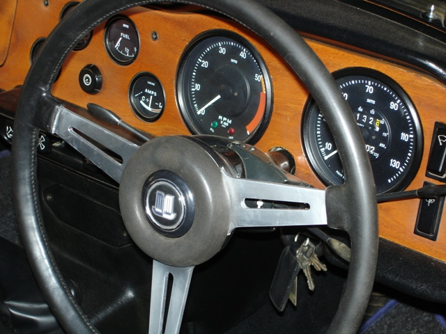 """cp/cc series tr6's had 15"""" steering wheels cr/cf cars on had 14"""" whith more  pronounced stitching effect  here are the wiring diagrams"""